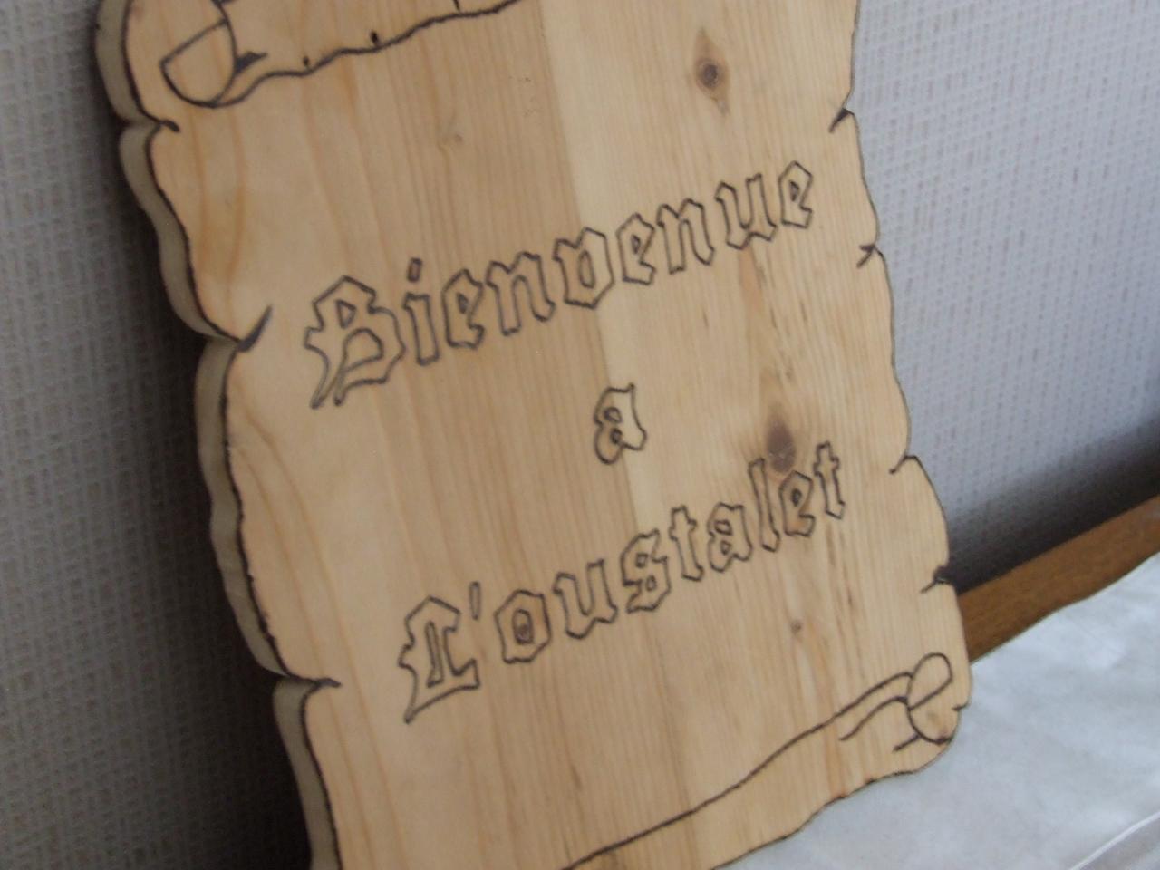 Pr nom en bois pour accrocher la